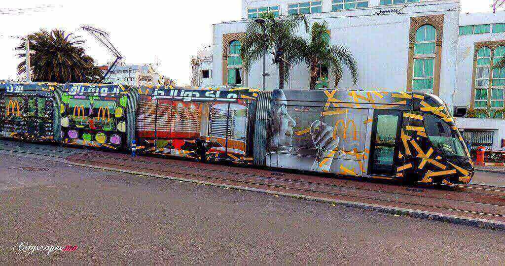 Campagne street marketing:Publicité de Mcdonald's sur le tramway dans le cadre de la tournée mobile
